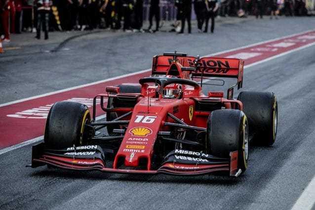 La foto di squadra della Ferrari – Foto @Ferrari